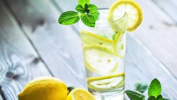صورة فوائد شرب الليمون مع الماء , مميزات شرب عصير الليمون للجسم