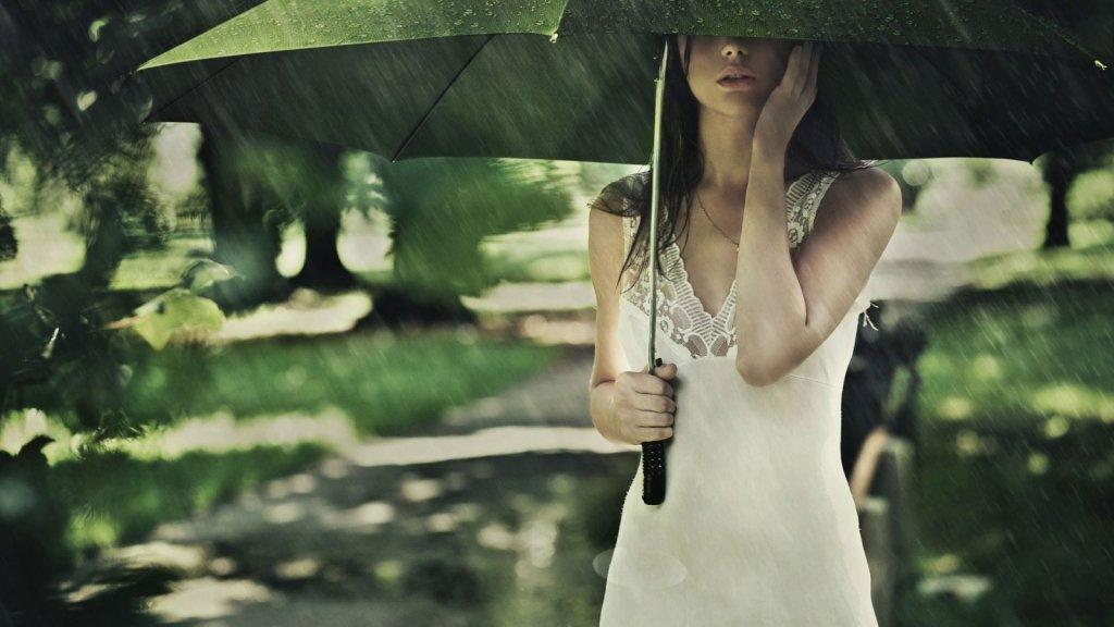 صورة صور بنات في المطر , البنات و حبهم الشديد للمطر بالصور